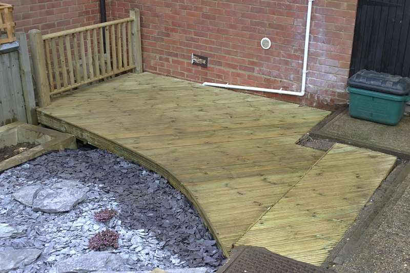 Berkhamsted garden decking project feel good gardens for Garden decking seating areas