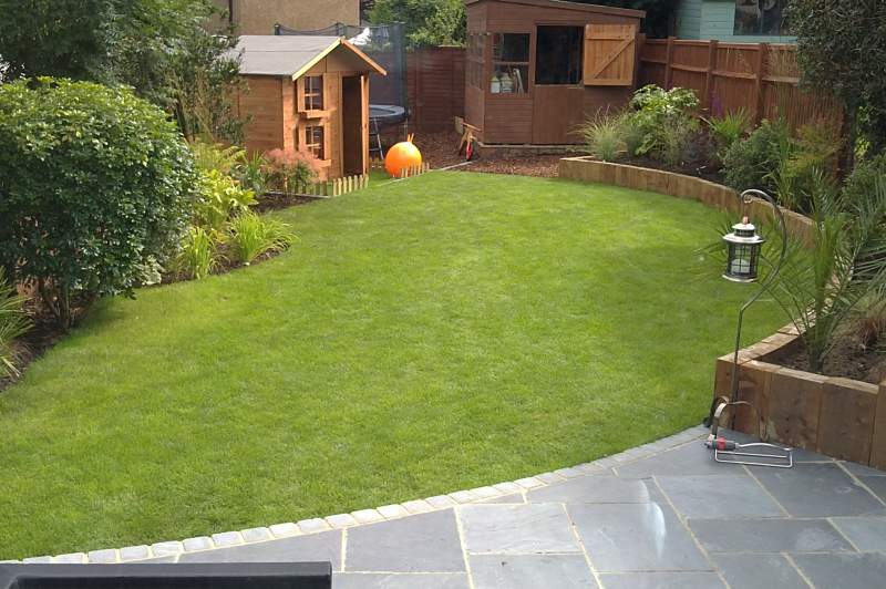 Hemel hempstead family garden feel good gardens for Home garden design uk