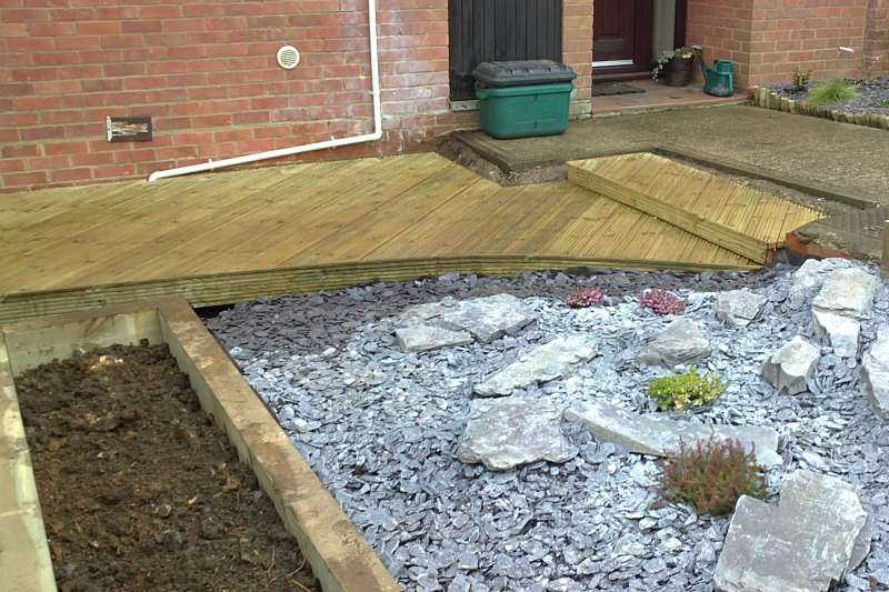 Berkhamsted garden decking project feel good gardens for Garden decking before and after